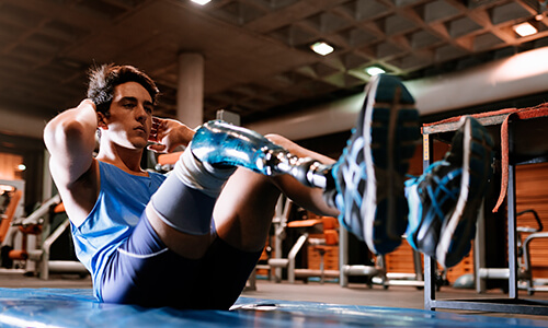 Young man training in the gym with a prosthetic leg